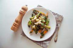 Pollo con las verduras fritas Fotografía de archivo libre de regalías