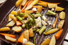 Pollo con las verduras fritas Fotos de archivo