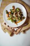 Pollo con las verduras fritas Imagen de archivo libre de regalías