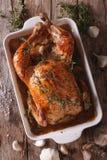 Pollo con quaranta spicchi d'aglio ed il primo piano degli ingredienti La VE fotografie stock libere da diritti
