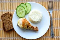 Pollo con riso bianco ed il cetriolo Immagini Stock Libere da Diritti