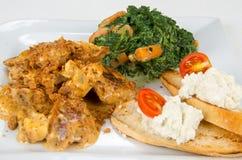 Pollo con salsa ed il contorno Immagine Stock