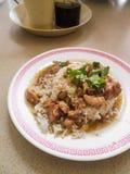 Pollo con salsa sopra riso Fotografie Stock Libere da Diritti