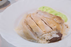 Pollo cortado primer del Hainan-estilo con arroz adobado Fotos de archivo libres de regalías
