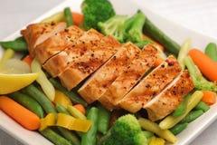 Pollo cotto con la verdura fresca Immagine Stock Libera da Diritti