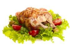 Pollo cotto intero con le verdure Immagine Stock