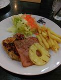 Pollo cotto sulla zolla Steakhouse di Santa Fe, Bangkok fotografia stock libera da diritti