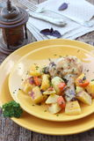 Pollo croccante con le patate Immagine Stock