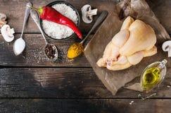 Pollo crudo con el condimento y el arroz Imágenes de archivo libres de regalías