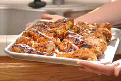 Pollo de Barbequed en una cacerola Foto de archivo libre de regalías