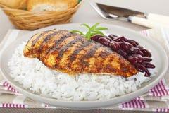 Pollo de Cajun con arroz y habas Imágenes de archivo libres de regalías