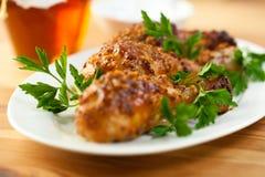 Pollo de carne asada con la mostaza y la miel francesas Imagen de archivo
