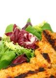 Pollo de la barbacoa del verano con la ensalada verde de la lechuga Imagen de archivo libre de regalías