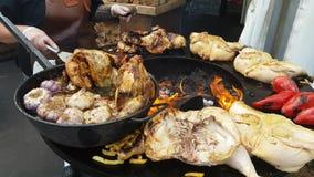 Pollo del BBQ su una griglia archivi video