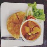 Pollo del curry di Roti immagini stock