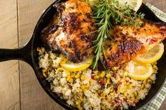 Pollo del limón con arroz y maíz asado foto de archivo