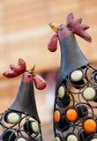 Pollo del metallo nel giardino fotografia stock