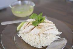 Pollo del vapore con riso e minestra Fotografie Stock