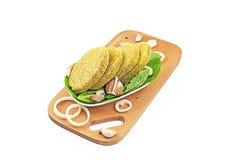 Pollo delicioso de las albóndigas en la bandeja de madera Foto de archivo