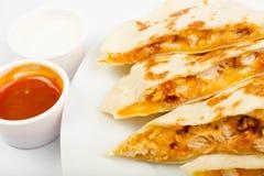 Pollo della tortiglia con salsa Fotografia Stock