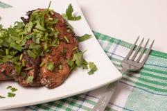 Pollo di arrosto con le erbe fresche fotografia stock