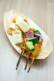 Pollo di Satay con pane tostato Fotografie Stock Libere da Diritti