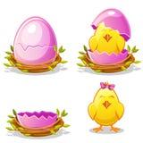 Pollo divertido de la historieta y huevo rosado en una jerarquía