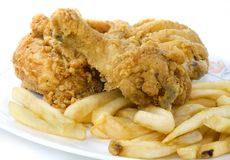 Pollo e chip fritti nel grasso bollente Immagine Stock Libera da Diritti