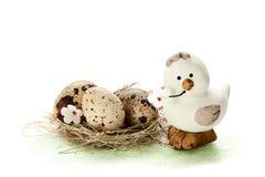 Pollo e nido con le uova Immagine Stock Libera da Diritti