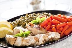 Pollo e verdure affettati Immagini Stock Libere da Diritti