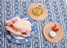 Pollo en la placa decorativa Imágenes de archivo libres de regalías