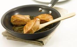 Pollo en no cacerola del palillo fotografía de archivo