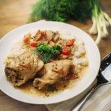 Pollo en salsa cremosa Foto de archivo libre de regalías