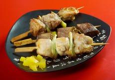 Pollo ensartado japonés, cerdo, meatYakitori Foto de archivo