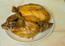 Pollo entero asado Imagenes de archivo