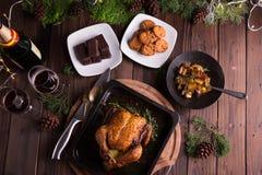 Pollo entero/pavo asados para la celebración y el día de fiesta La Navidad, acción de gracias, cena de la Noche Vieja Imagen de archivo libre de regalías