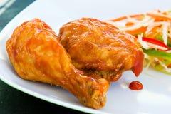 Pollo frito con la salsa Fotografía de archivo