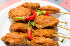 Pollo frito cubierto con la harina. imagen de archivo