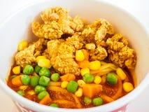 Pollo frito en las pastas Fotografía de archivo