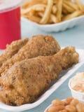 Pollo frito meridional con las fritadas Fotos de archivo libres de regalías