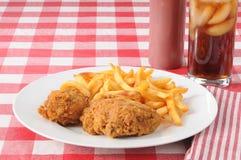 Pollo frito y patatas fritas Fotografía de archivo libre de regalías