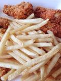 Pollo frito y patatas fritas Imagen de archivo libre de regalías
