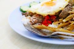Pollo fritto con basilico Immagine Stock