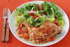 Pollo fritto con insalata fotografie stock