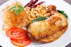 Pollo fritto con l'erba della citronella fotografie stock libere da diritti