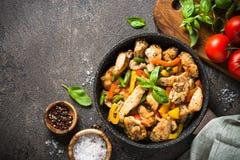 Pollo fritto con le verdure immagine stock