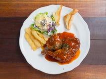 Pollo fritto in grasso bollente con la salsa del bbq Immagine Stock Libera da Diritti