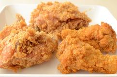 Pollo fritto marrone dorato Fotografia Stock Libera da Diritti