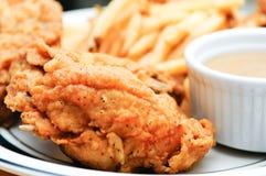 Pollo fritto nel grasso bollente Fotografia Stock