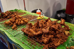 Pollo fritto nel mercato Bangkok Tailandia Fotografia Stock Libera da Diritti